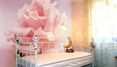 фотообои в детскую над кроваткой роза