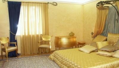 обои венецианская штукатурка светлые в спальне