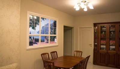 Фотообои окно над столом