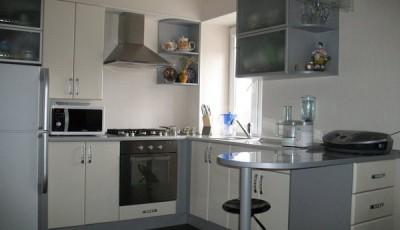 Обои для маленькой узкой кухни в хрущевке светло серые