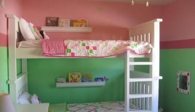 Обои в детскую комнату для разнополых детей вертикально разделенные