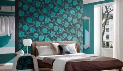 Современные бирюзовые обои в интерьере спальни