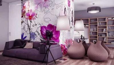 Современные обои с цветами в комнате