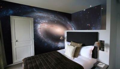 Фотообои космос в спальне