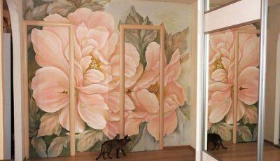 Фотообои с розовыми пионами и котэ