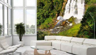 Фотообои водопад в зале белого цвета