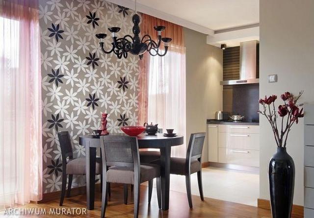 Комбинированные обои на кухню с орнаментом