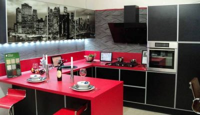 Красная кухня и фотообои