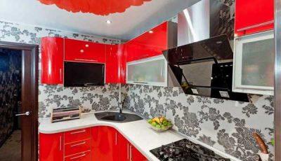 Красная кухня и цветок на потолке
