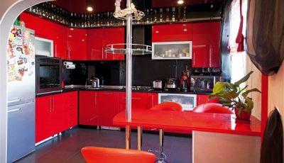 Красный интерьер кухни