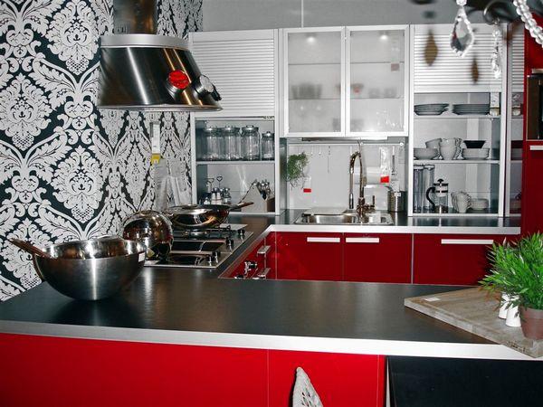 Обои с узорами для кухни красного цвета