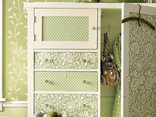 Как обновить шкаф обоями