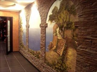 Рисунки на стенах в одной из комнат квартиры