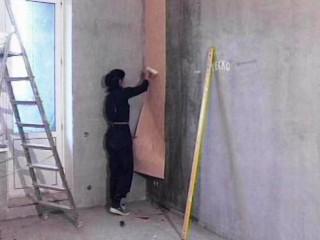 Можно ли поклеить обои на бетонные стены?