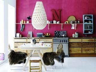 Обои малинового цвета в интерьере Вашей квартиры